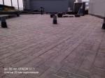 Плитка толщиной 20мм уложена на крыше адменистративного здания